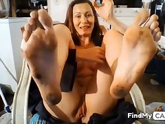 GILF Dirty Feet in Face -no sound