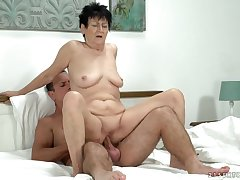 Saggy grandma bouncing up and play with fire a dick