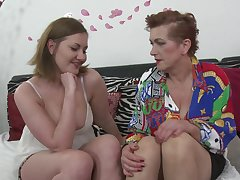 Kinky lesbians Gabriella D. and Roza C. stuff each others pussies