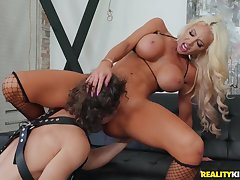 Flawless tanned shrew milf fucked away from a young dick