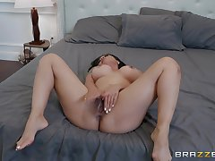 nothing is better for Kaylani Lei than a facial before rough anal dealings