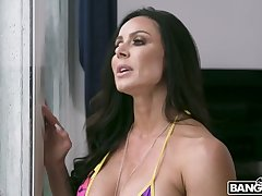 After spying on her friend's BF in the shower Kendra Lust fucks a substandard out at the elbows