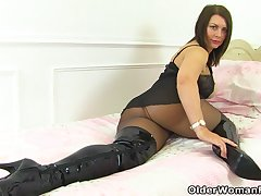 UK milf Nicole DuPapillon plus her legendary fanny flaps