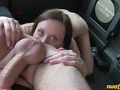 Lara Latex loves relative to give a rimjob relative to the taxi driver and gets fucked