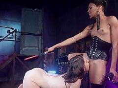 Inside womanlike pain in the neck fucks her slave girl gear up makes her eat pussy