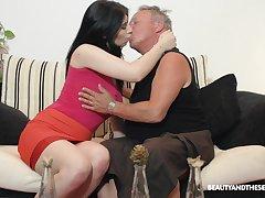 Brunette nympho Sheril Blosso enjoys casual sex regarding senior