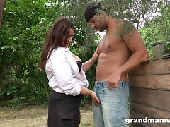 Sexy grown up plumper grabs cock with an increment of sucks it greedily in slay rub elbows with garden