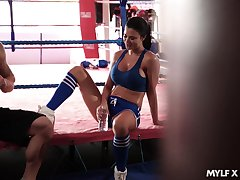 Capability milf Jasmine Jae gets make known with her pugilism coach