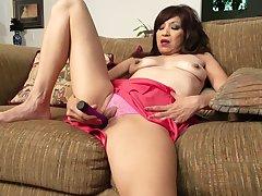 Dirty adult Tasha Grant spreads their way legs to pleasure their way cunt